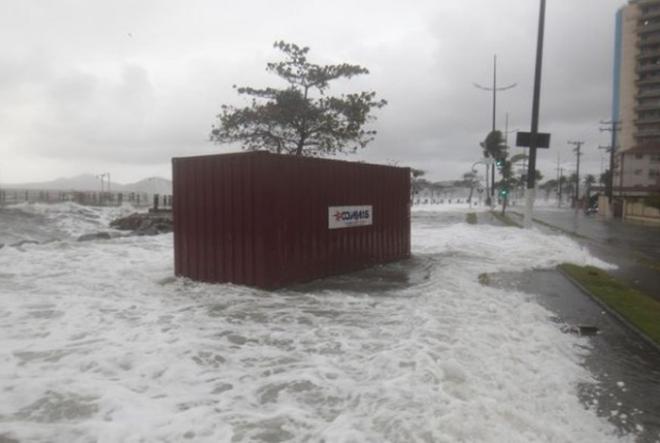 Empresa opta por contêiner marítimo e evita danos causados por ressaca